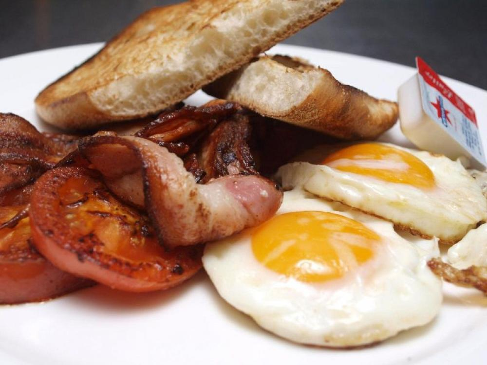 Cooked Breakfast and Lunch 6 Days a week PRICE REDUCTION