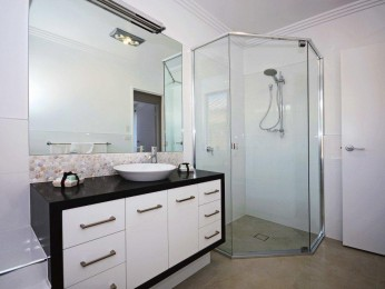 Gold Coast Wholesale/Retail Shower & Wardrobes– Business For Sale Ref # 3351